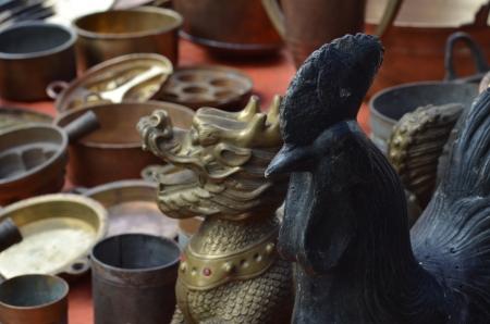 Pantalla de la estatua del drag�n viejo pollo y