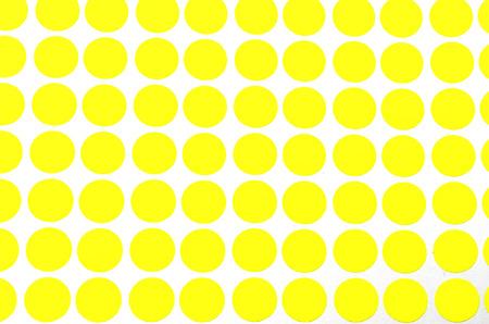 Amarillo peque�a circulares parachoques. Dispara sobre fondo blanco. Centrarse en la distancia se cierra. Se puede utilizar para trabajos de oficina y escolares. Foto de archivo
