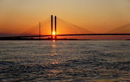 Hermosa vista del amanecer cerca de Indian River Bridge, Bethany Beach, Delaware, EE.