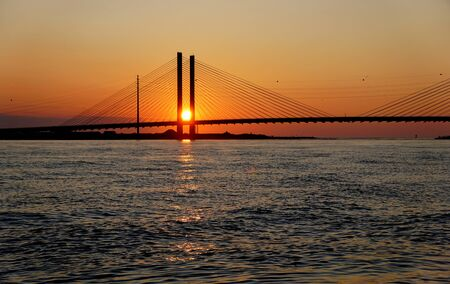 Schöne Aussicht auf den Sonnenaufgang in der Nähe der Indian River Bridge, Bethany Beach, Delaware, USA