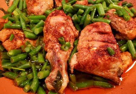 Fried chicken with green beans in dry curry paste