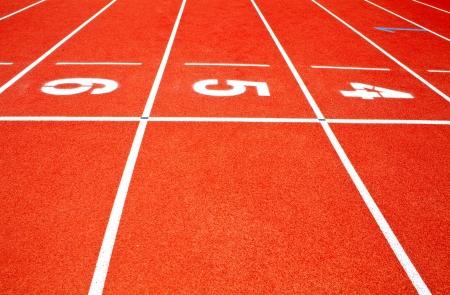 pista de atletismo: Pista roja corriendo Foto de archivo