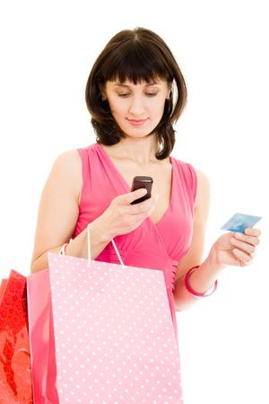 consommateurs: Fille avec shopping dans la robe rouge sur fond blanc.