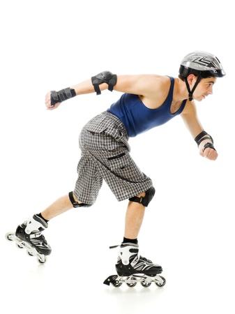 rollerblading: hombre en patines sobre un fondo blanco