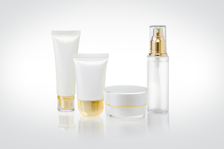 Set of cosmetic containers
