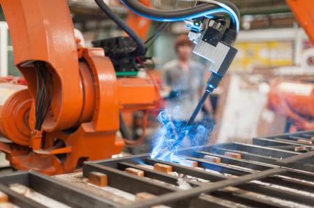 Welder robot operate in steel factory Standard-Bild