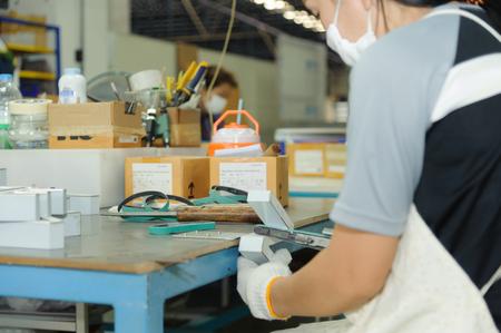 Worker using handy air belt sander. Pneumatic belt sander machine Standard-Bild