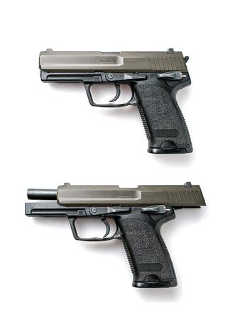 Pistolets semi-automatiques isolés sur fond blanc Banque d'images