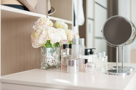 Set of cosmetic cream packaging, lotion bottle and skincare product on dressing table Standard-Bild