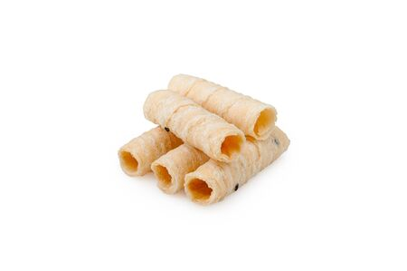 Thai crispy coconut roll isolated on white background. Thai roll wafers made from coconut, wheat flour, eggs, palm sugar and sesame Standard-Bild - 141015268