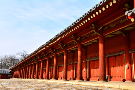 In the history of the Joseon Dynasty 500 years to where doing enshrined the sacrifice of seondaewang the attractions of Seoul inscribed on the UNESCO World Heritage Site.
