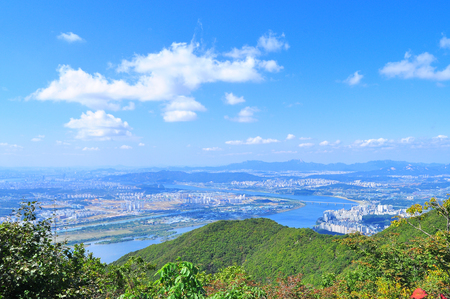 thunderhead: One autumn day in September haemaleun, wonderful overlooking the Han River in Seoul geungyok down on the mountains of Stock Photo