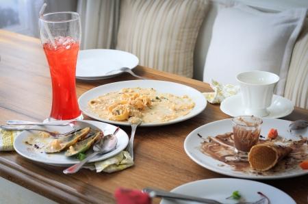 tavolo da pranzo: Dopo che il rivestimento tavolo da pranzo