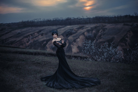 sneaks: dark evil queen sneaks through the stone canyon at cosplay moviesnow white, wild Princess , vampire , hip toning , creative color,dark boho