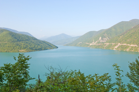Zhinvali reservoir is a blocked Aragvi river in the North of Georgia. Stockfoto