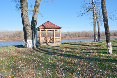Wooden gazebo on the banks of the Don river. Sunny day in autumn 免版税图像