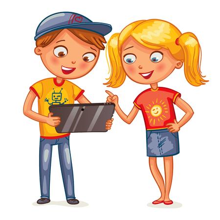 Dos niños sonriendo felices que miran la computadora tablet PC. personaje de dibujos animados divertido. Ilustración del vector. Aislado en el fondo blanco