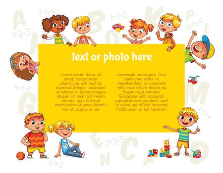 Niños felices que sostienen el cartel en blanco. Plantilla para el folleto publicitario. Listo para su mensaje. Los niños miran con interés. personaje de dibujos animados divertido. Ilustración del vector. Aislado en el fondo blanco