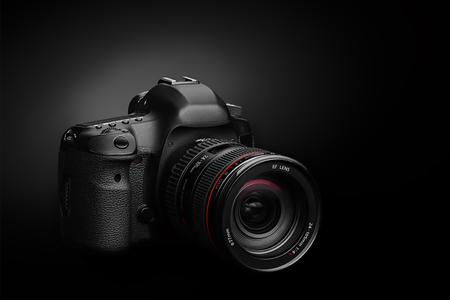 fotocamera elettronica senza logo su sfondo nero