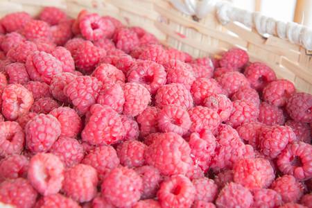 background of ripe juicy raspberries. Fresh and sweet raspberries Raspberry fruit background Imagens