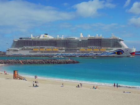 During the first cruise season the brand new Aida nova, the first passenger ship with LNG drive, launched in the port of Puerto del Rosario / Fuerteventura / Canary Islands in January 2019 Redakční