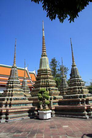 stupas: Stupas a Wat Po, Bangkok  Archivio Fotografico