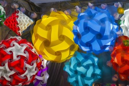abatjour: Paralumi colorati sulla stalla