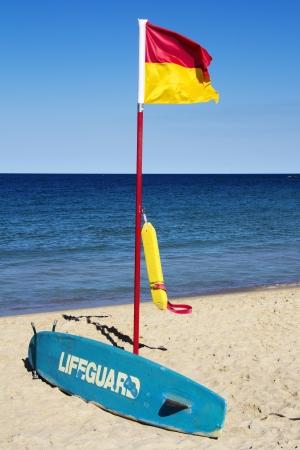 flotation: Lifeguard flag, surfboard and flotation device, Coogee Beach, Sydney, Australia