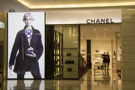 chanel: BANGKOK, THAILAND - OCT 11th  Chanel store in Siam Paragon Mall on Oct 11th 2012  Chanel is one of many luxury brands to be found under the mall
