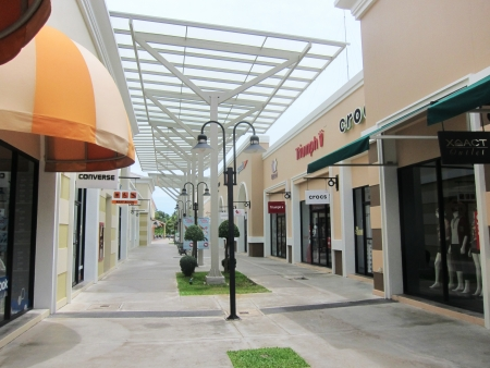september 9th: PHUKET, THAILAND-SEPT 9TH: Street in the Premium Outlet Mall om September 9th 2013.The mall has 18,000 square metres of retail space and is open daily.