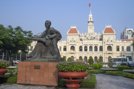 committee: Statue of Ho Chi Minh with the Peoples Committee Building