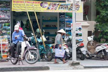 non la: Ho Chi Minh City, Vietnam-29th Oct 2013: A typical street scene. In many areas of the city motorbikes lutter the pavements. Editorial
