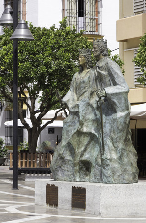 queen isabella: The statue of the Catholic King Ferdinand and Queen Isabella in Plaza de los Reyes Catlicos, Fuengirola, Spain