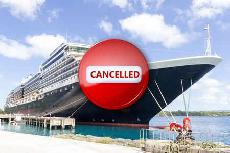 Cruise ship moored in port overlayed with stop sign showing called due to corona virus or covid-19 pandemic Standard-Bild