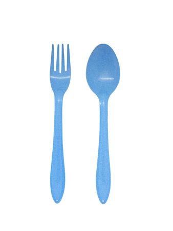 Smalto blu cucchiaio e forchetta isolati su sfondo bianco