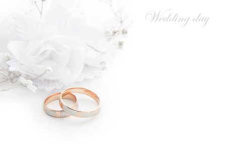 Wedding rings on wedding card on a white background Archivio Fotografico