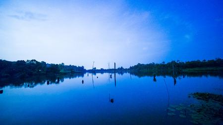 laps: Lake in night