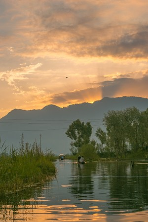 kashmir: Sunset view on Dal lake, Kashmir