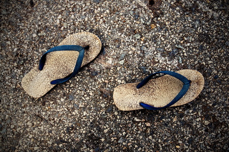 sandalia: Vieja sandalia usada