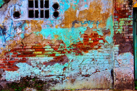rupture: old building wall