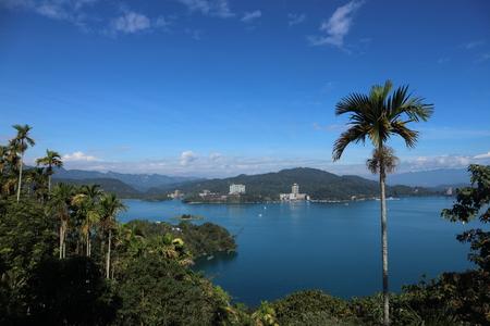Boats on the lake with landscape of beautiful mountain view at Sun Moon Lake, Nantou city, Taiwan 版權商用圖片 - 115205891