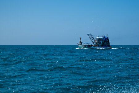 Thai fishing boat at Phangnga Bay, Thailand Foto de archivo - 140904257