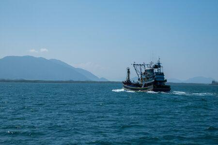 Thai fishing boat at Phangnga Bay, Thailand Foto de archivo - 140904269