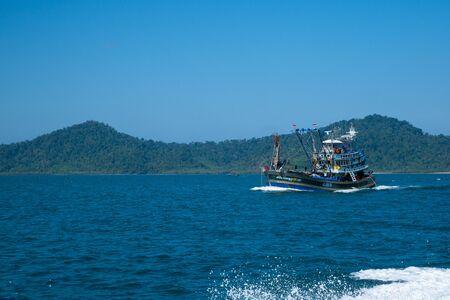 Thai fishing boat at Phangnga Bay, Thailand Foto de archivo - 140904278