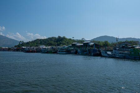 Thai fishing boat at Phangnga Bay, Thailand Foto de archivo - 140904363