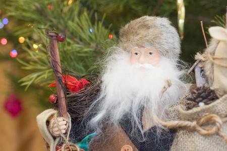 giver: Santa Claus cerca de abeto