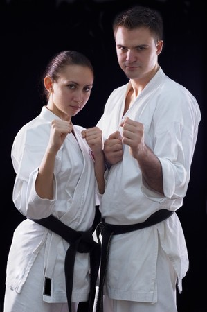 judo: Karateka couple sur fond noir studio shot