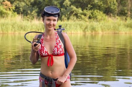 plongée sous-marine jeune femme rivière d'été Banque d'images