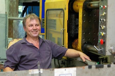 obrero: trabajador cualificado en f�brica  Foto de archivo