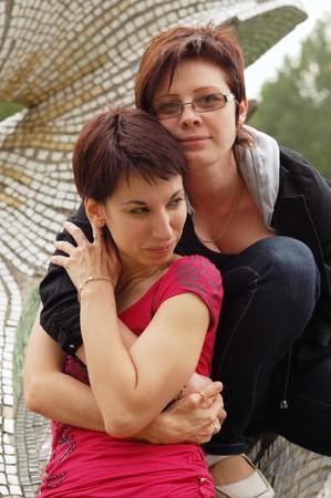 homosexual: pareja de la mujer al aire libre
